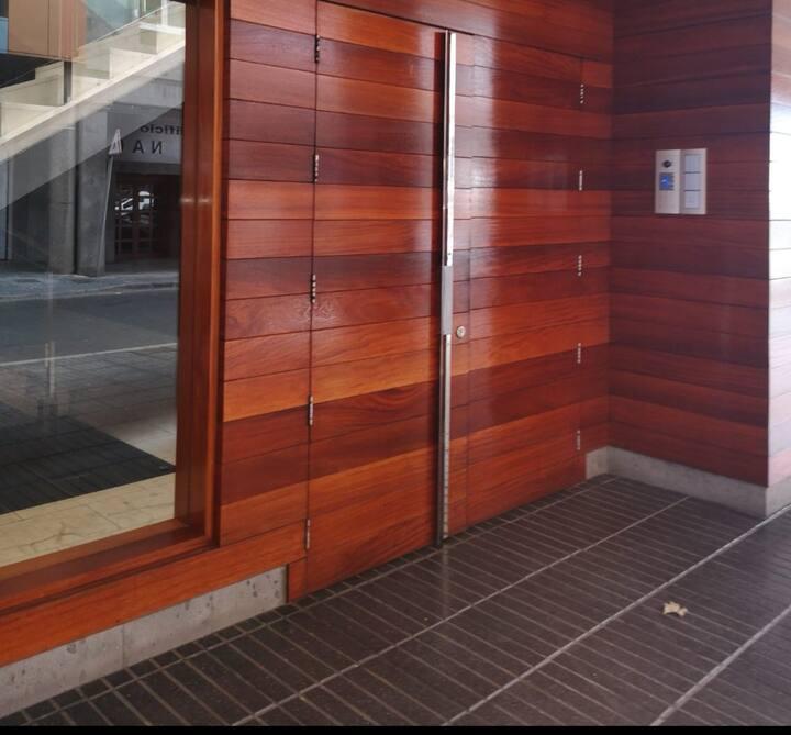 Habitación cómoda a  un paso de las Canteras.
