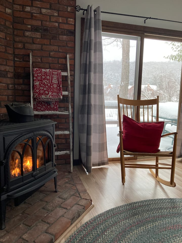Birch Cove: Grantham NH lakeside townhome