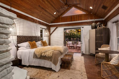 Falling Star, jacuzzi, private hot tub, seclusion!