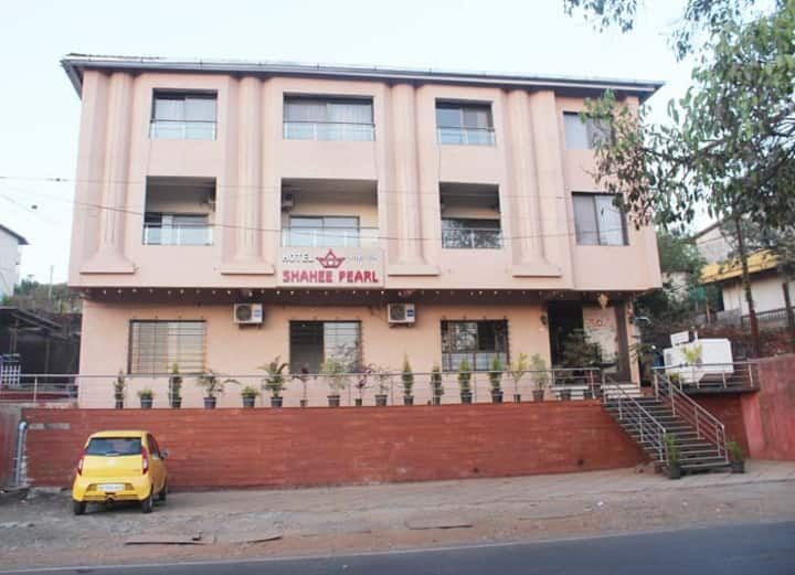 COZY HOTEL STAY IN MAHABALESHWAR WITH ALL MEALS