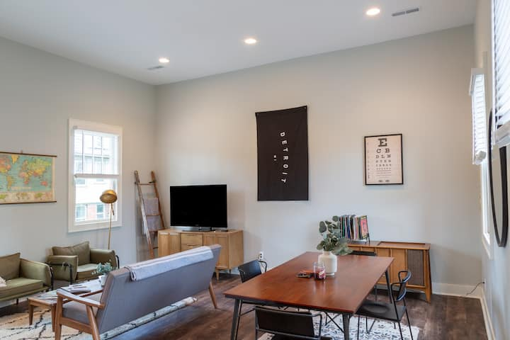 Peaceful Carriage House min from Downtown 1bd|1ba