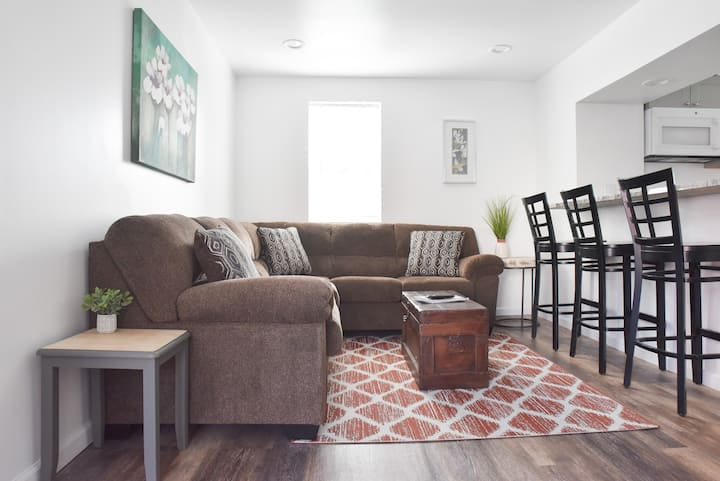 Perfect Mount Washington Home, Walkable w/Parking