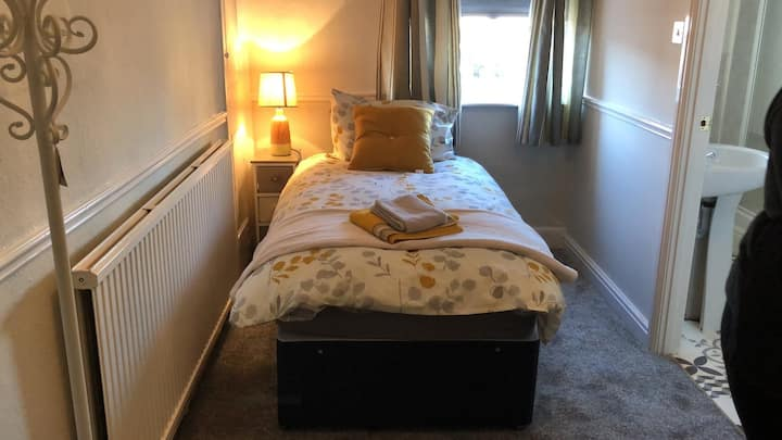 Room 1 Sleep 2 in single beds