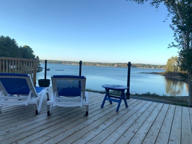 Waterfront cottage, private beach, LaHave River.