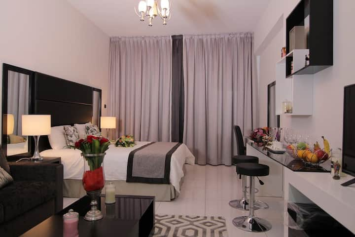 King Bed Private Studio / Amazing Golf Course View