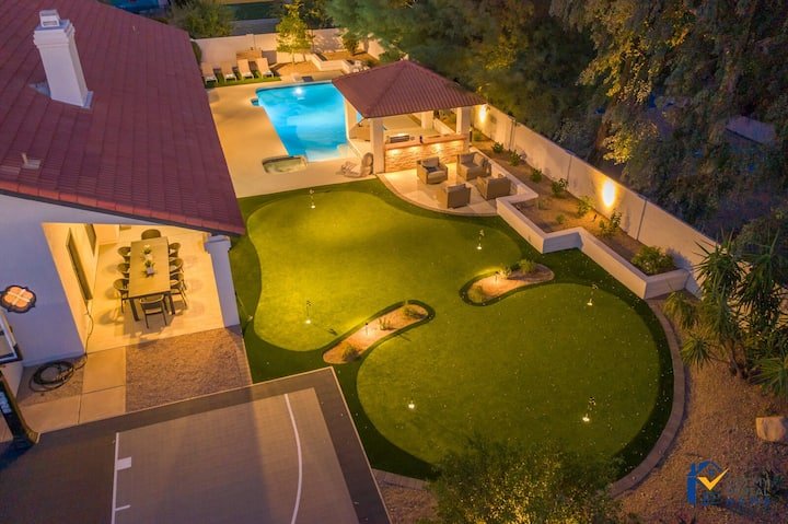 LUXURIOUS DESIGNER OASIS W/GLOW GOLF+SPORT COURT