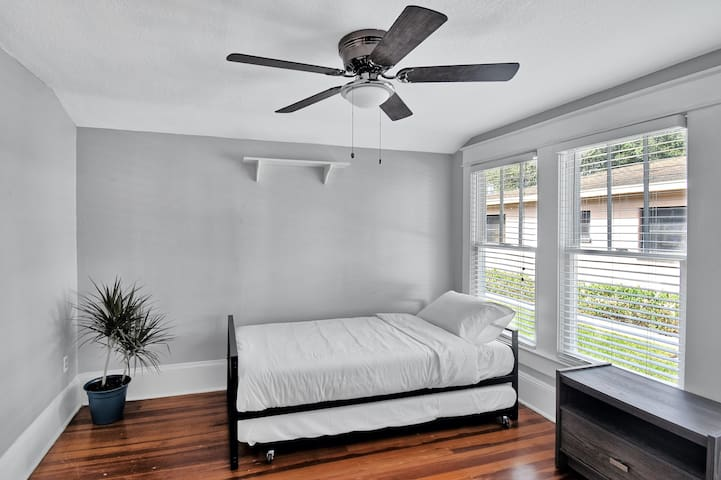 Guest Bedroom with Twin Bed and Twin Trundle Bed