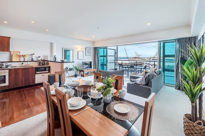 ★Fabulous 1BR Harbour & Sea Views ★ Netflix & Wifi