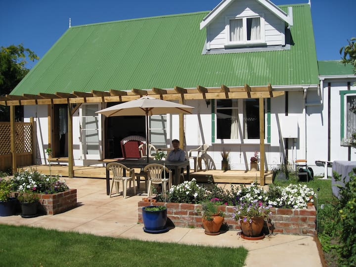 The Garden Room - Your home away from home