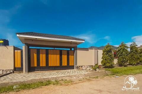 Summit Resort Hotel, Kamwenge