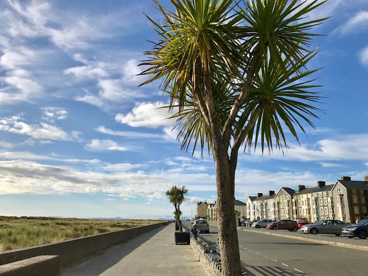 """Beachcombers"" Barmouth - Luxury G/F Apartment"
