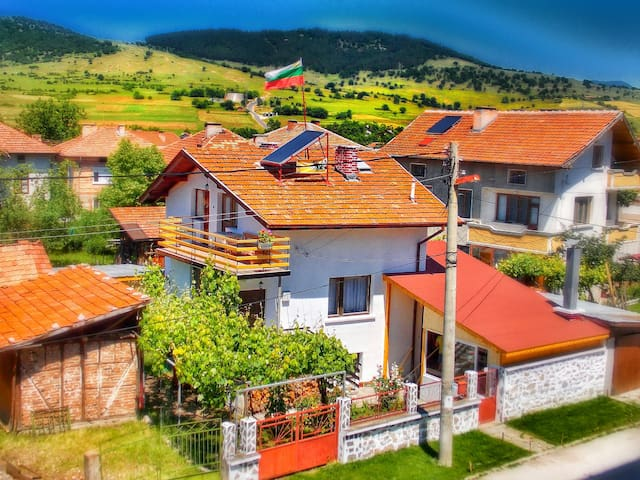 Traditional Bulgarian Guest House with BBQ