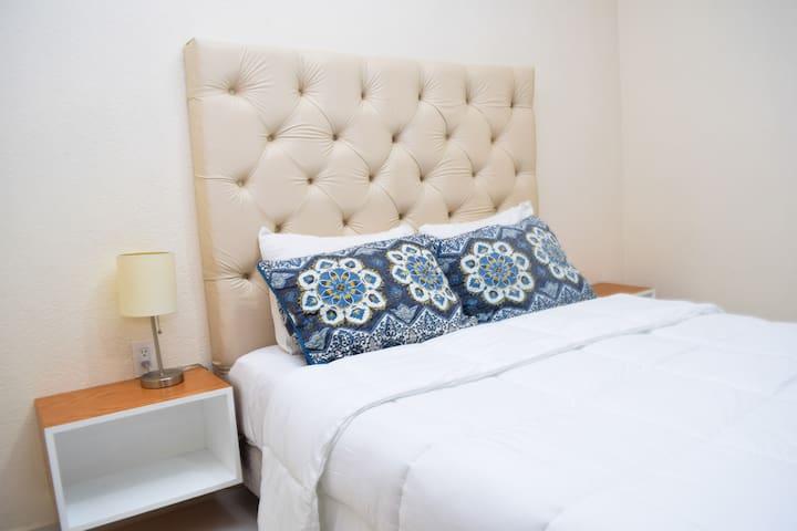 Queen size bed / cama queen
