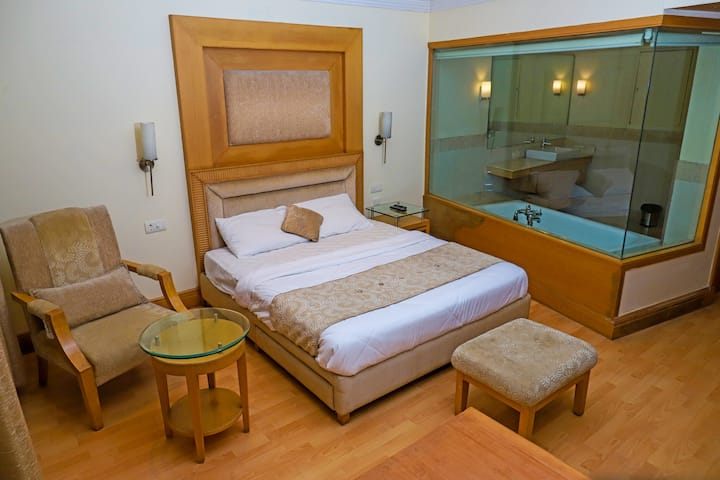 Premium Luxury Rooms with Bathtub - Luxotic Suites