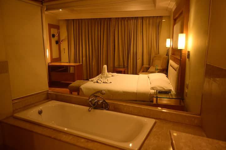Luxury Suite Room with Bathtub