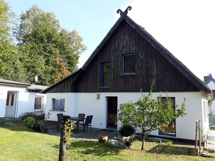 Nord Licht: Reetdachhaus im Fischerdorf Kamminke