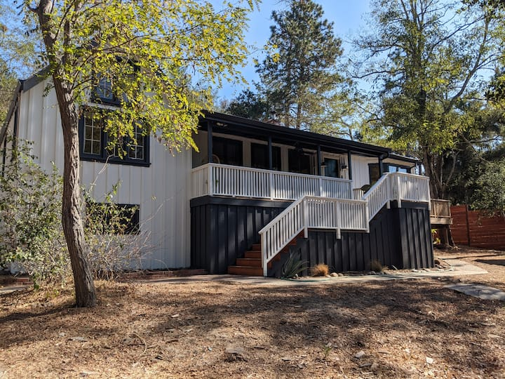 Modern Farmhouse w/ HotTub & Hikes (Gated/1 acre)