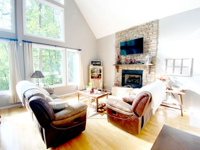 Cozy up beside the Fireplace! The gas fireplace can be turned on by flipping the switch to the right. Please re-try flipping the switch again if the fire does not immediately ignite.