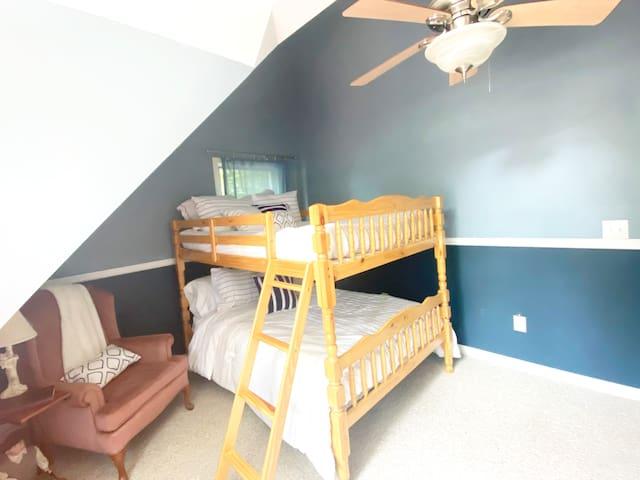Bedroom 3 Queen size bunk bed