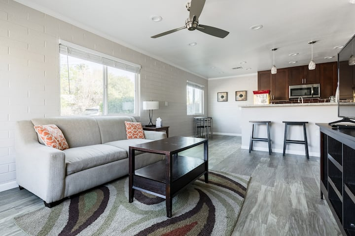 Luxe 1B Apartment *Walk to ASU* Upgraded Kitchen