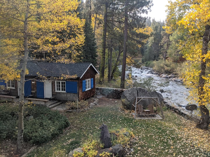 Riverfront Cottage 10 Minutes from Squaw Valley