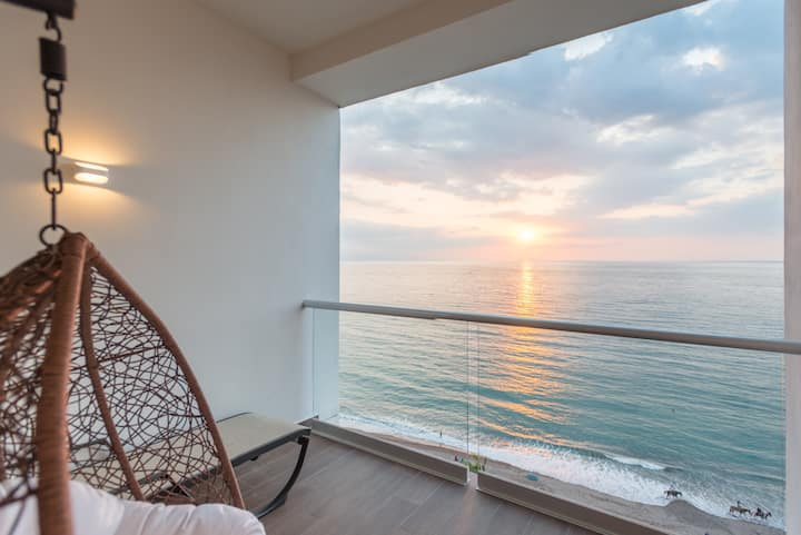 Ocean View Beach Front Condo In The Center Of Town