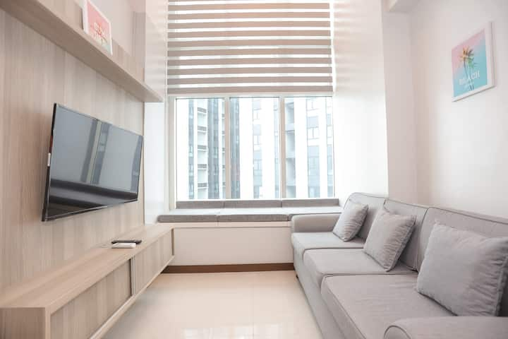 30% OFF New Top Floor Loft 30mbps,Netflix,Parking