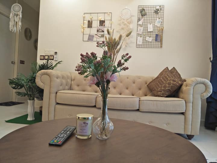 Classy and modern Bella guesthouse Setia Alam