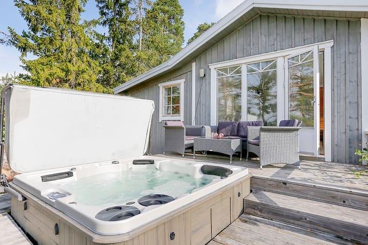Stuga med fantastisk havsutsikt, SPA-bad och bastu