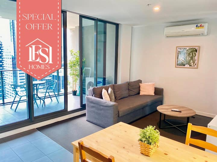 Emerald, comfy and spacious city apartment.