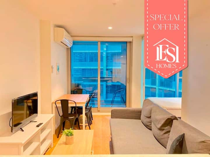 Opal, spotless center city apartment