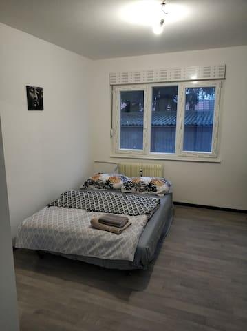 Private bedroom in appart for traveler Nr. 3/4