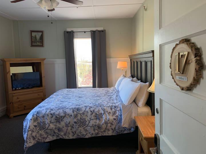 """Woodbridge Inn Room 17 - """"Willow"""""""