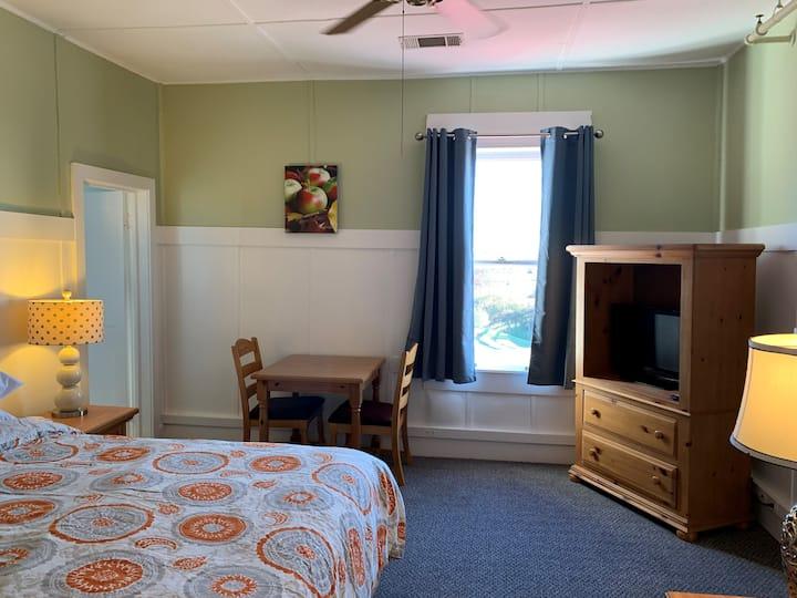"""Woodbridge Inn Room 15 - """"Hemlock"""""""