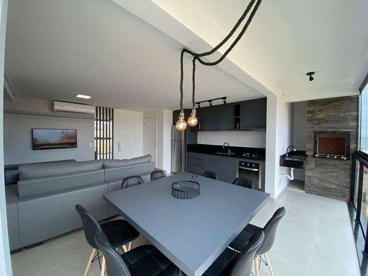 Lindo Apartamento - Novo - Prédio na Beira Mar