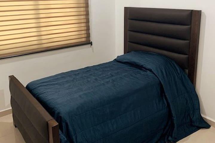 2a, recamara; cama matrimonial y bajo cama una cama individual.