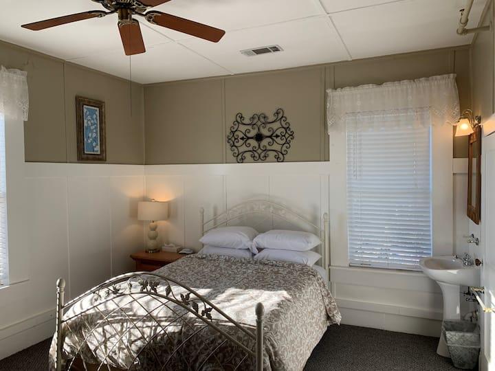 """Woodbridge Inn Room 14 - """"Walnut"""""""