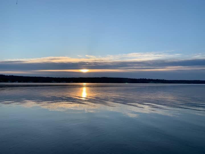 Lakefront, peaceful getaway on Burt Lake!