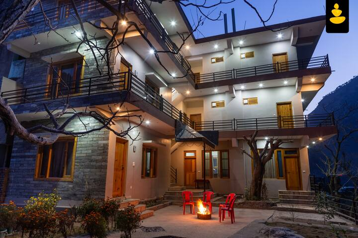 LivingStone Tirthan Riverside Resort Mountain view