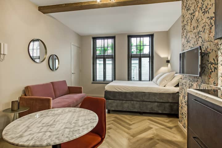 Stylish apartment in 18th century building room 2