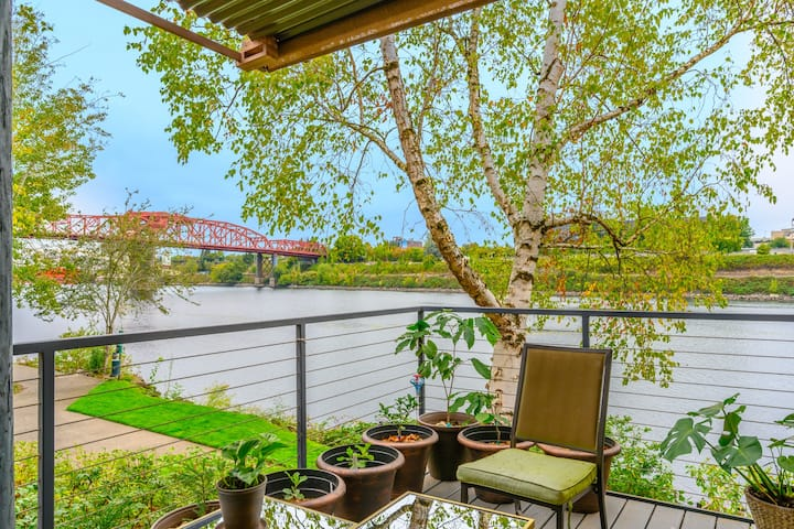 Ultra Rare, Contemporary Portland Waterfront Condo