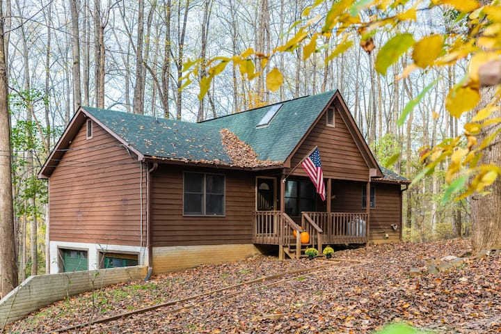 Harpers Ferry Cabin w Deck/Grill, Game Room, WiFi!