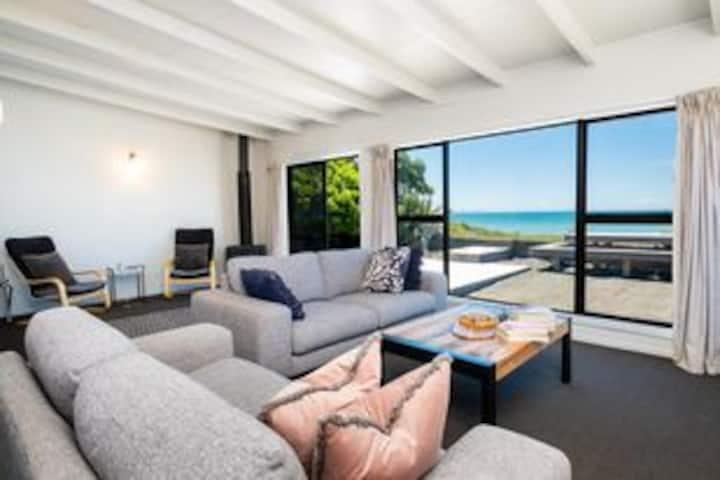 Ocean front Te Awanga Beach House