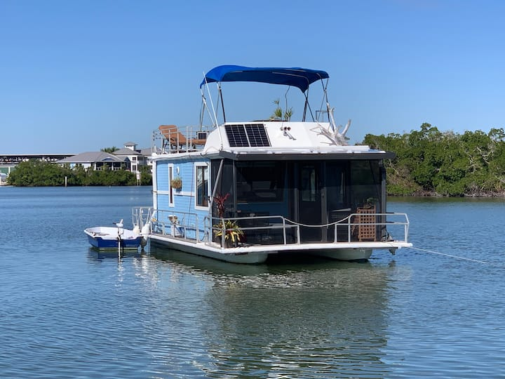 Floating Home Getaway! Off-grid comfy & adventure