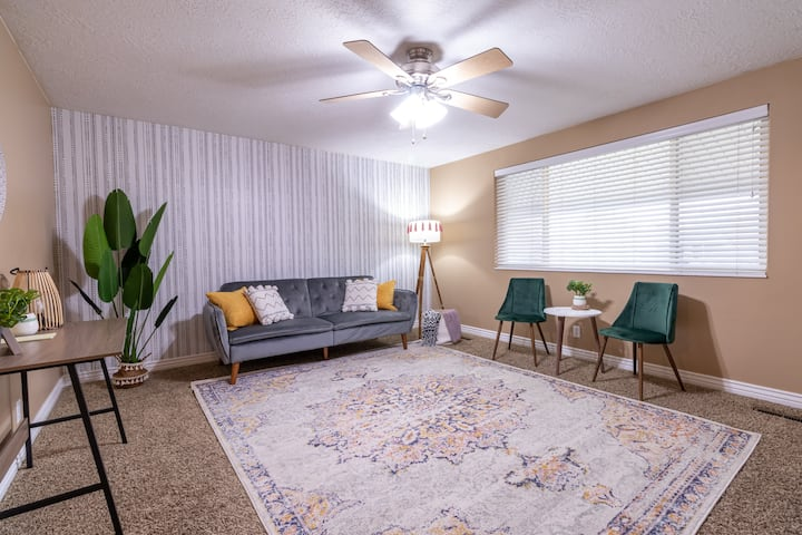 Near BYU &UVU | King Bed| 250mbps WiFi | Smart TVs