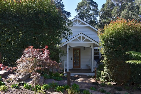 Mt Dandenong Gatehouse Spa Cottage - Just For Two