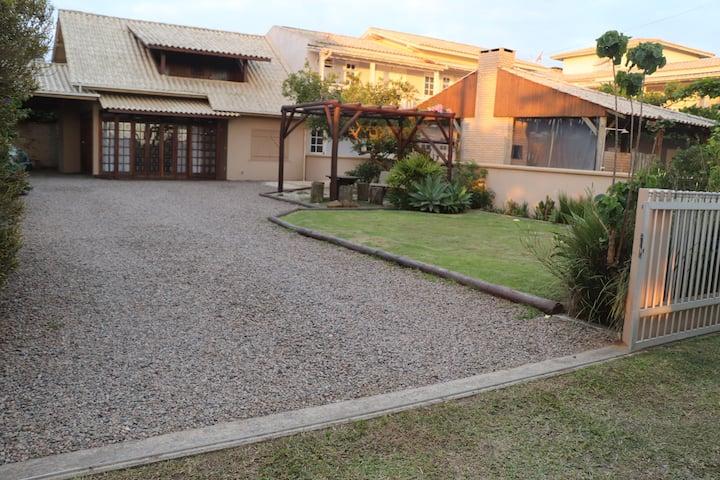 Casa espaçosa na Barra de Ibiraquera-Imbituba-SC