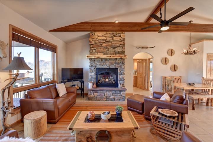 Buffalo House-incredible home + outdoor living!