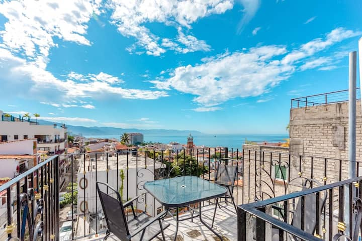 No Extra Fees! Beautiful Views and Location in PV.