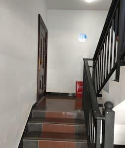 走廊照明良好